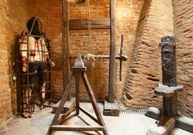 Mučenie pohlavných orgánov nie je tak celkom vymretou formou trestu